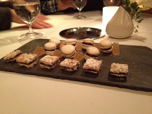 14 Petits fours